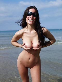 Brunette Nudist Pics