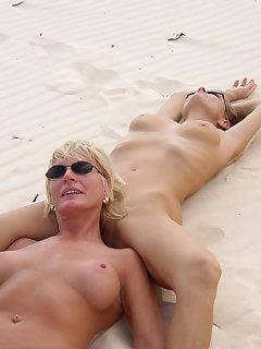 Lesbian Nudist Pics